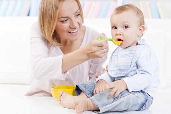 秋季护理,宝宝喝水